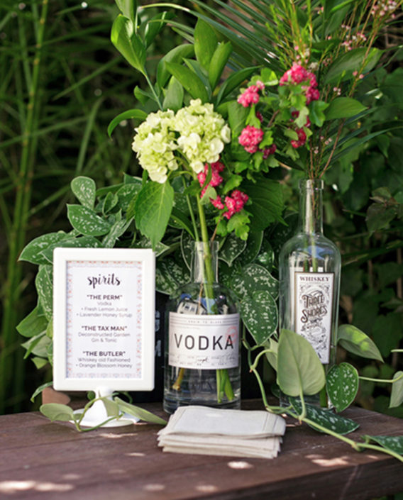 tiny_cottage_wedding_drinks