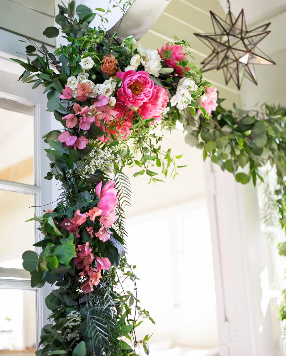 tiny_cottage_wedding_flowers
