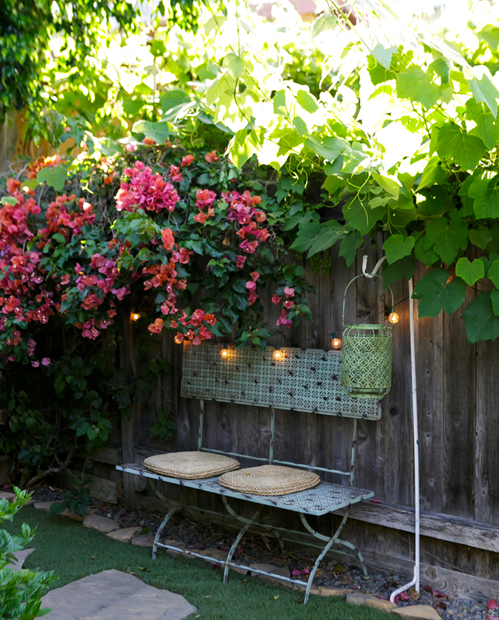 tiny_cottage_wedding_garden