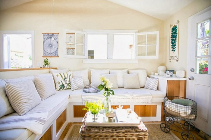light_airy_living_room