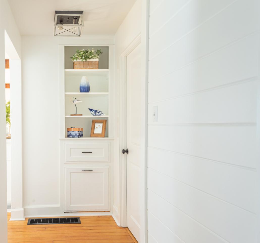 hallway-bookshelf-decor
