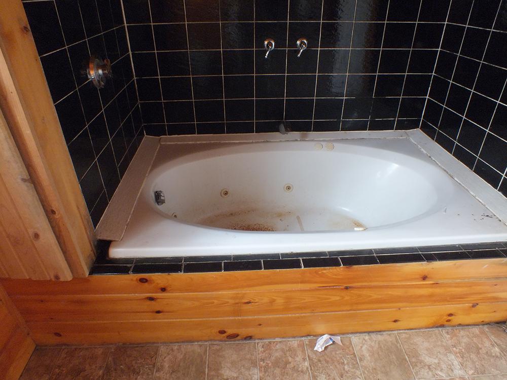 leaky-ranch-reno-bathtub-before