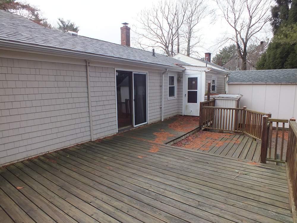 leaky-ranch-reno-deck-before
