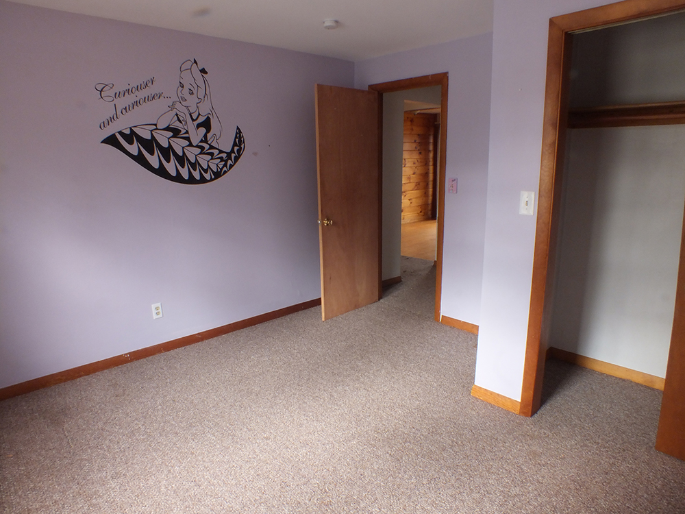 leaky-ranch-reno-second-bedroom-before