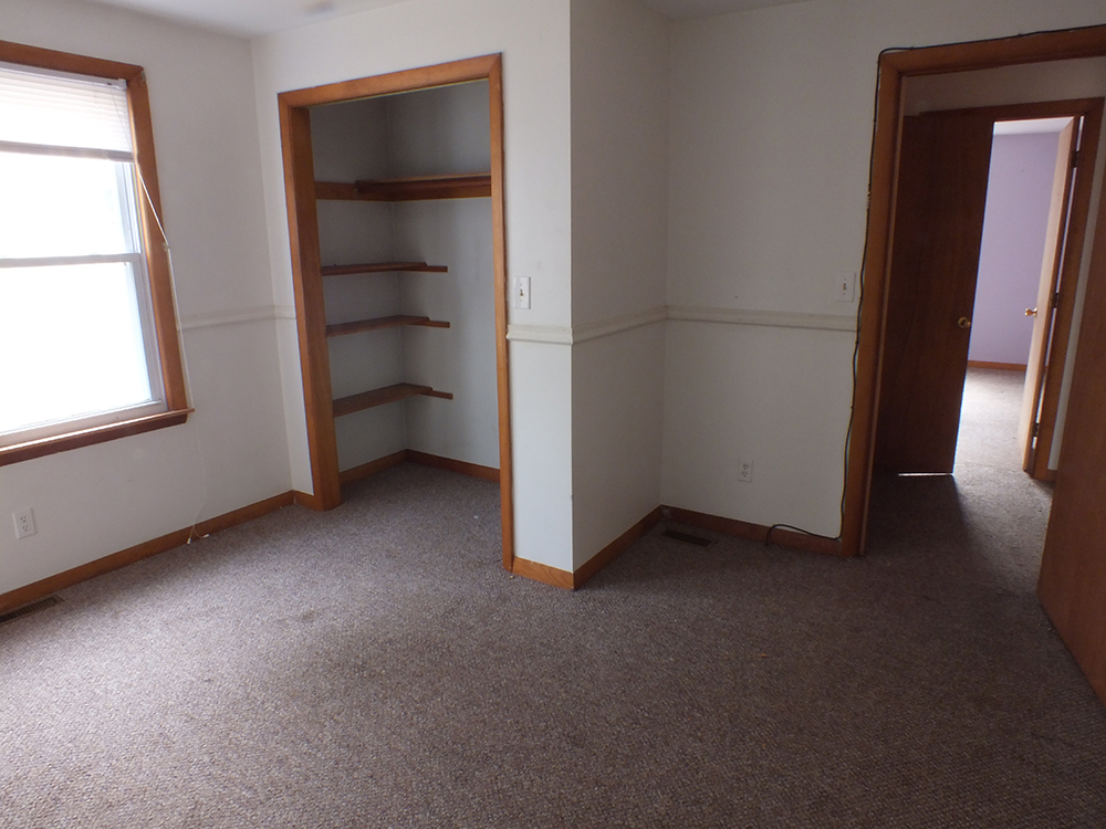 leaky-ranch-reno-third-bedroom-before