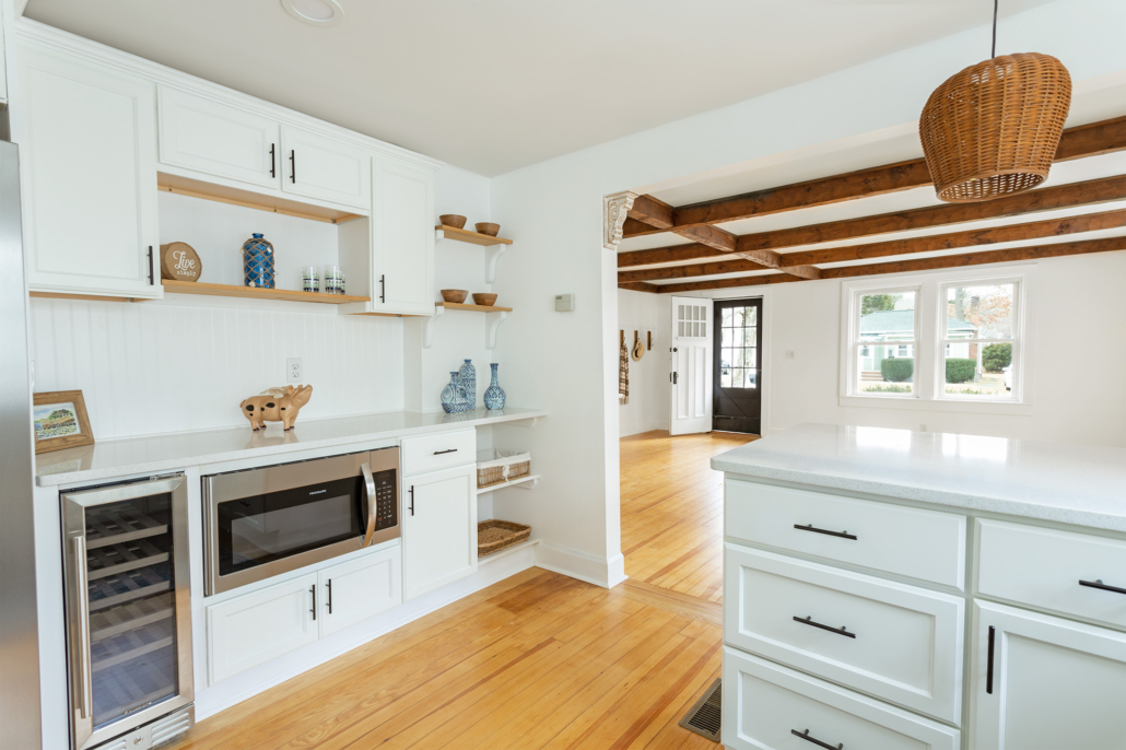 white-kitchen-with-open-shelves